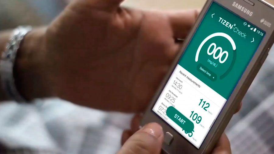 Samsung lanza un accesorio desechable que monitorea los niveles de glucosa con el teléfono móvil